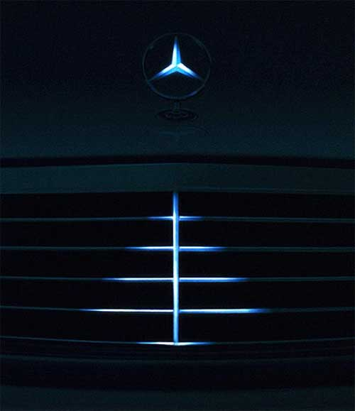 15 most creative christmas advertisement examples for for Mercedes benz glowing star